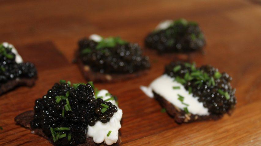 Caviar opskrift med rugbrød